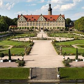 Вайкерсхайм се счита от мнозина за най-красивия град в Европа. Едноименният замък е построен през XII век. От XVI в. той става собственост на семейство Хоенлое. Новите собственици - принцовете на Хоенлое реконструират своето имение (Stammsitze des Hauses Hohenlohe), следвайки модата на възрожденската архитектура от това време.