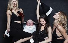 Лошият Дядо Коледа е главният герой във фотосесия на Alexander Wang