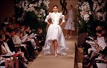 #TBT: 10 иконични сватбени рокли от Ив Сен Лоран