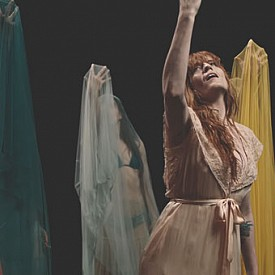 """НЕДЕЛЕН МУЗКИАЛЕН ХИТ: """"Big God"""" на Florence + The Machine"""