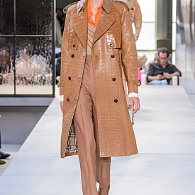 Коженото палто с класическа кройка