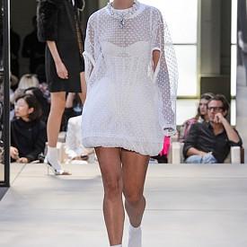 Фината бяла рокля с корсет