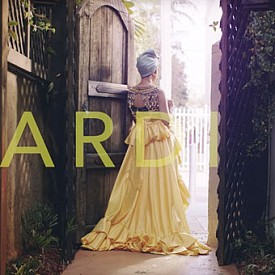 """Бременната Cardi B се разхожда по улиците на Маями в новия си клип """"I Like It"""""""