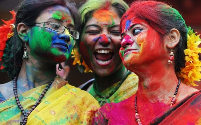 Индия празнува любовта и цветовете