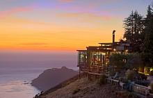 The Sierra Mar Restaurant в Калифорния  /    Този калифорнийски ресторант се намира в резерват до Сан Франциско. От която и да е от масите му може да се насладите на гледката на зашеметяващ залез над океана. Това се нарича калифорнийска мечта!