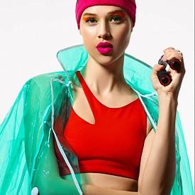 Яке за дъжд TOPSHOP, спортен комплект ALO YOGA, лента за коса NIKE