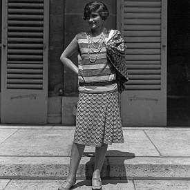 Тя не можела да рисува модни скици и нямала модно образование. Chanel създавала дрехите си буквално върху телата на моделите. А шиенето оставяла на своите шивачки.