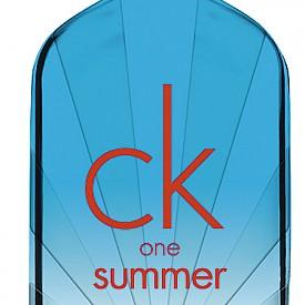Свеж, енергичен и искрящ, CK One Summer е истински морски аромат с връх от лайм, цитруси и краставица, сърце от пипер и база от пудрен мускус и шафран. Носи усещане за прохлада в горещите летни дни и нощи! 100мл, 99лв.