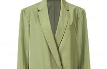 Сако в пастелно зелено от MANGO е перфектен вариант, с който можете да разчупите петъчния делови стайлинг