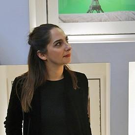 """Маргарита Русева на необичайната изложба """"CONTEXT"""", посветена на едноименния ѝ проект с писателя Раймондо Варсано. Изложбата отпразнува и излизането от печат на луксозния албум """"CONTEXT"""", който включва всички фотографии, представени в галерията."""