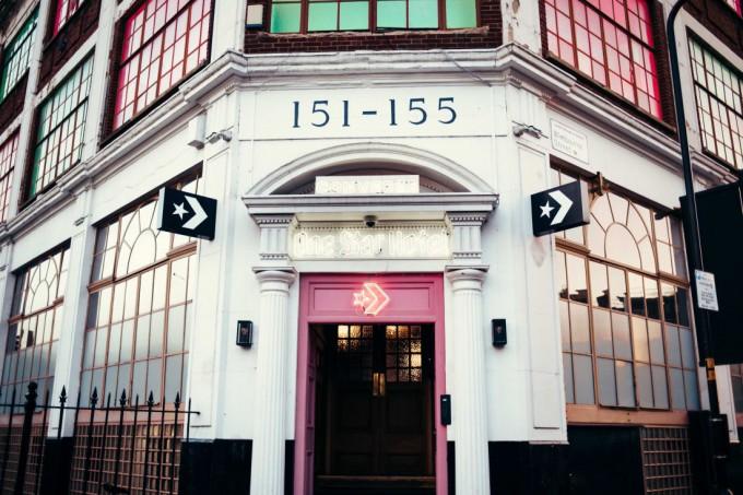 Converse откри хотел в Лондон
