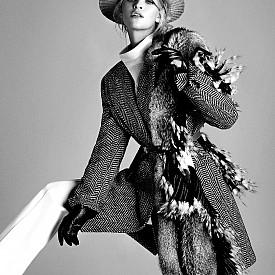 Яке, панталон и ръкавици HUGO BOSS, риза ATTICO, кожа PUNTO, шапка SAPKACI