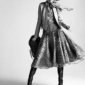 Шапка LANVIN (архив на стилиста), кожено яке PUNTO, шал LACHLES, кожа DIVAS LEATHER FUR, риза и пола MIAHATAMI, чанта и обувки CHRISTIAN LOUBOUTIN