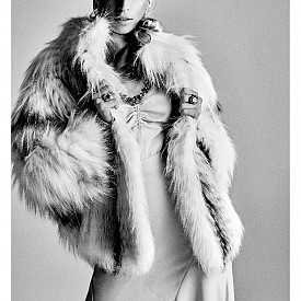 Шапка и шал HERMES, рокля DOUZE, блуза ATTICO, обувки CHRISTIAN LOUBOUTIN, кожа PUNTO, чорапи PENTI, аксесоари LOTUS