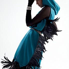 Блуза OYSHO, рокля MEHMET KORKMAZ, колан HERMES, обувки FENDI VINTAGE, шапка ZARA (архив на стилиста), ръкавици HAKAN AKKAYA, бижута GAZZAS