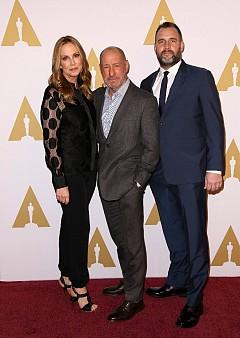 Мери Перънт с колегите си Стив Голин и Кийт Редмънд