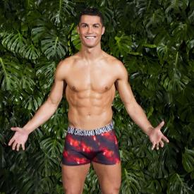 Кристиано Роналдо в съблазнителна фотосесия за новата си колекция бельо