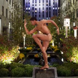 Нереалистичен фотопроект с голи балетисти