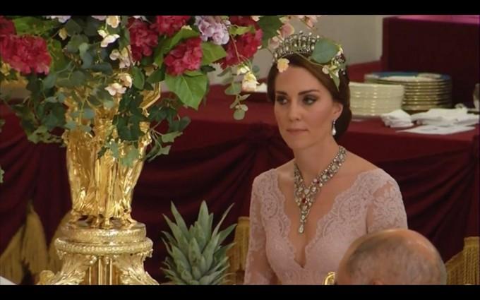 Кейт Мидълтън на държавния банкет в Бъкингамския дворец