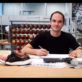 Мориц Хоелмюлер, директор на дизайнерския екип в adidas, създал UltraBOOST X.