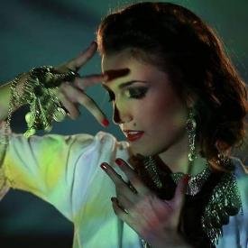 Тийнейджър вкарва народната музика в дискотеките