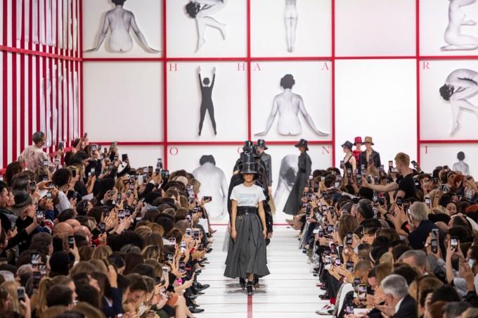 Феминизъм на почит в колекцията на Dior за есен-зима 2019-2020 г.