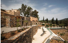 Искате ли да почивате в средновековен замък в Гърция?