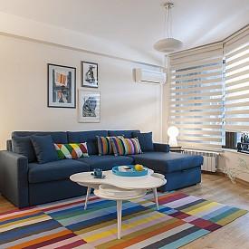 Обратно към 70-те! Класическите жълти, оранжеви и кафяви нюанси, които са особено характерни за това десетилетие, се завръщат, но в по-съвременен вид. Благодарение на тях вашите пространства ще бъдат по-свежи и уютни. Този стил се комбинира изключително добре със земните цветови нюанси и естествените материали.