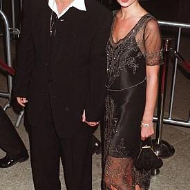"""Кейт Мос Безспорно 4-годишната връзка на Джони и Кейт беше една от най-коментираните в Холивуд. Двамата ясно изразяваха чувствата помежду си. Те силно се обичаха, но и със същия плам се забъркваха в жестоки скандали, в които имаше бой, алкохол и потрошени хотелски стаи. Именно това води и до раздялата им през 1998 г. Кейт не крие, че Джони е бил един от малкото хора, които са я разбирали и че най-много й липсвала сигурността, която той й давал със съветите си. """"Дълги години след това плаках за него"""", признава Кейт."""