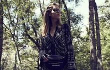 Рокля, MICHAEL KORS, очила EBM DESIGN, ръкавици KARL LAGERFELD, чанта BALENCIAGA от MYTHERESA.COM