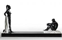 1800 килограмова мраморна скулптурата на Наоми Кембъл - абаносовата красавица е представена с току що свалена дреха, а пред нея е коленичил млад мъж.