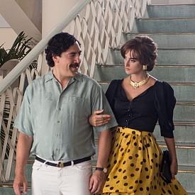 """Заснет по автобиографичния роман на Вирхиния Вайехо """"Да обичаш Пабло, да мразиш Ескобар"""", филмът проследява възхода на безскрупулния колумбийски наркобарон, загинал в престрелка през 1993 г., след като благодарение на престъпната си дейност хвърля страната си в хаос. Двойката в """"Да обичаш Пабло"""" играе и двойката в живота - Пенелопе Крус и Хавиер Бардем."""