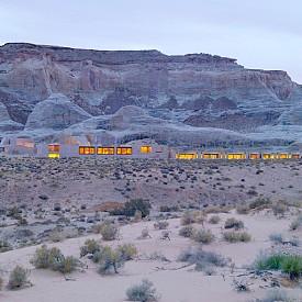 Тук, в дълбоката пустиня Юта, AMANGIRI се вписва в природата и подчертава красотата и величието ѝ от всеки ъгъл.