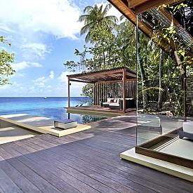 В PARK HYATT на Малдивите цените започват от 570 евро на нощ.