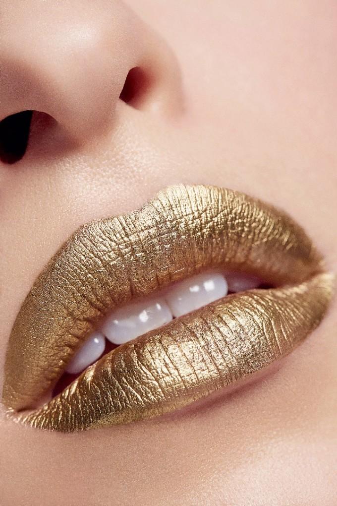 Златните устни са тотален хит