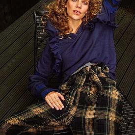 Блуза: Maggie Marilyn /  Панталон: Vivienne Westwood Anglomania