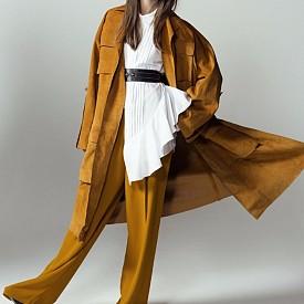 Тренчкод и панталон Celine Риза BCBGMAXAZRIA Обувки Carven