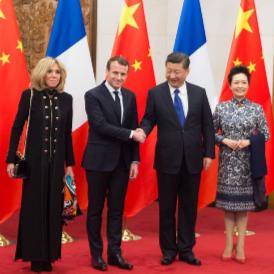 Всички визии на Бриджит Макрон по време на посещението й в Пекин