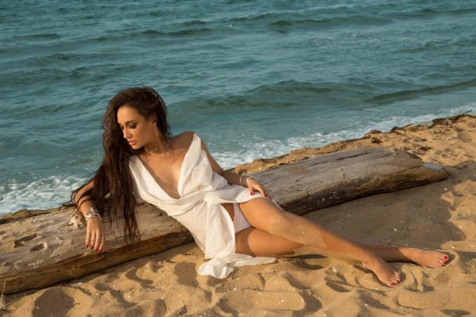 Огнената Мария Илиева с нов сингъл на испански език