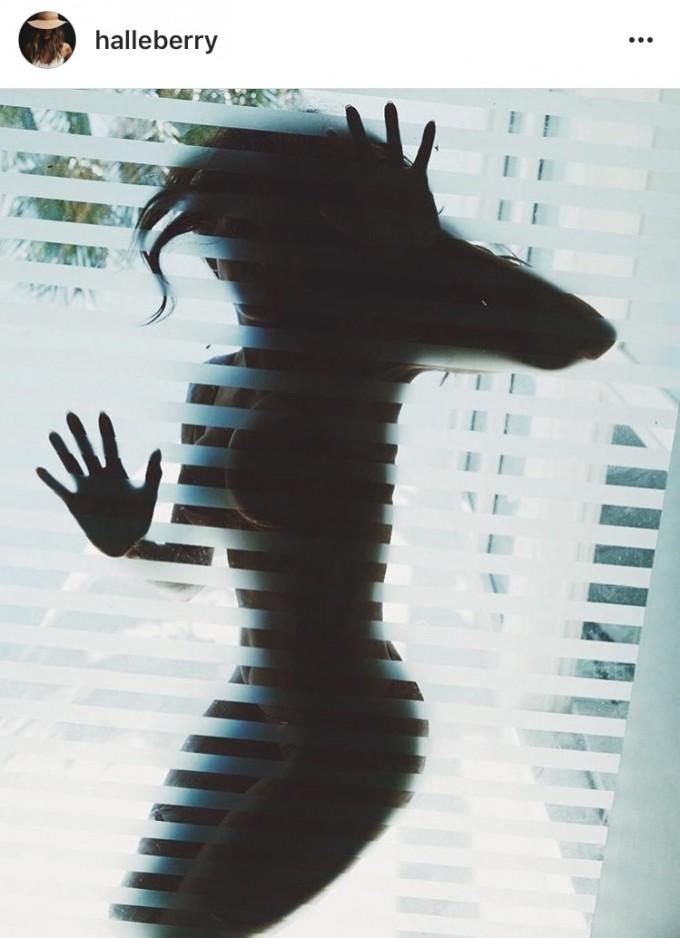 Хали Бери има защо да показва сексапилното си тяло без дрехи в Инстаграм профила си!