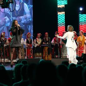 Мария Илиева на сцената на зала 1 с майка си Ваня Монева