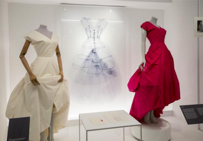"""Изложбата в музея Виктория и Албърт """"Shaping Fashion"""""""