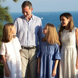Испанското кралско семейство си организира фотосесия в Майорка