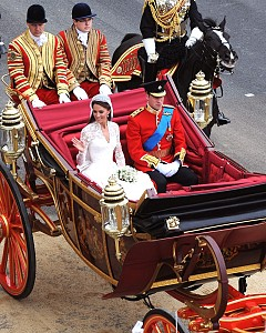 1. След сватбата на принц Уилям и Кейт Мидълтън, хазната на Обединеното кралство беше възстановена с 1 милиард долара, което се дължи на туристите, които дойдоха в Лондон, за да наблюдават лично церемонията, както и заради сувенирите създадени специално за това важно събитие.