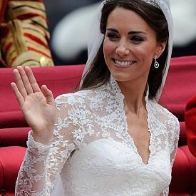 3. Дължината на роклята на булката е 3 метра.