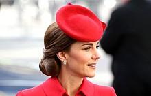 ROYAL CHIC: Кейт Мидълтън в кралско червено
