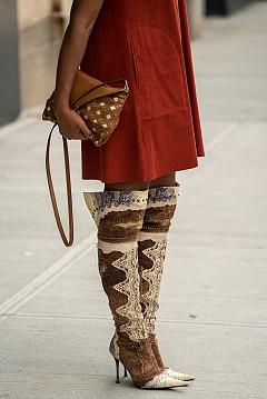 По улиците на модните столици с тренди ботуши
