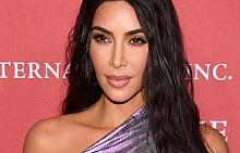 """Ким Кардашиян признава, че не е онова парти момиче, за което медиите постоянно се опитват да я представят. """"Аз съм от този тип хора, които се притесняват дори да излязат на дансинга в нощен клуб"""", казва тя. """"Истинската Ким е много срамежлива и дори резервирана"""", допълва Кардашиян."""