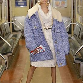 Революция в метрото от Moschino
