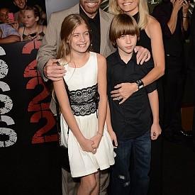 Чък Норис със семейството си